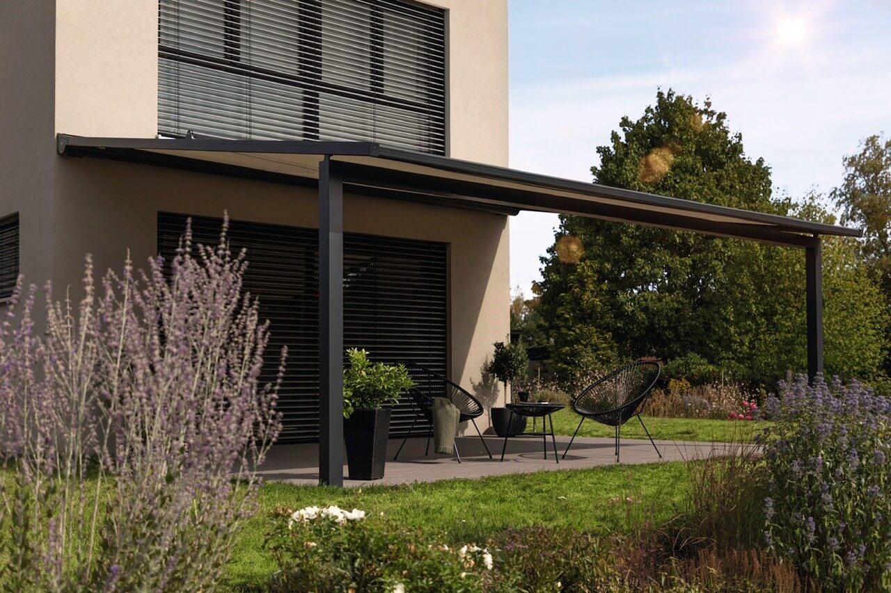Pergola Markise an der Hausfassade befestigt