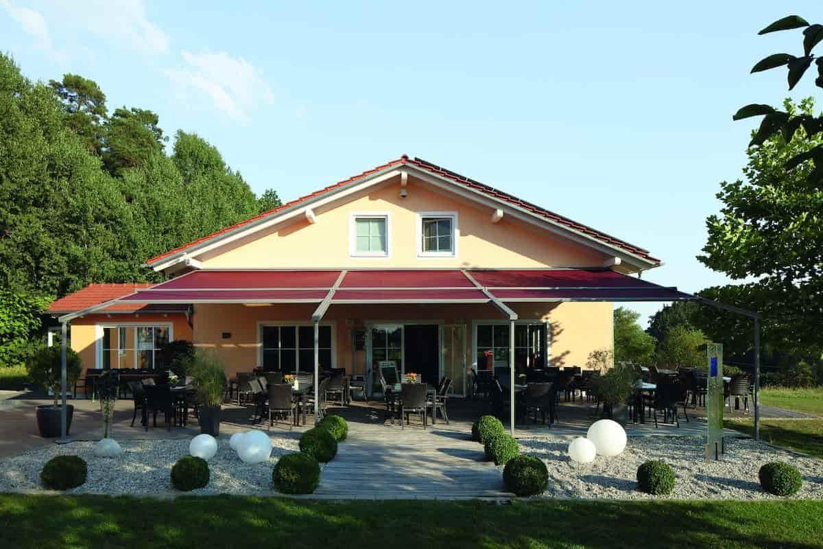 Pergola Markise überdacht Restaurant Außenbereich